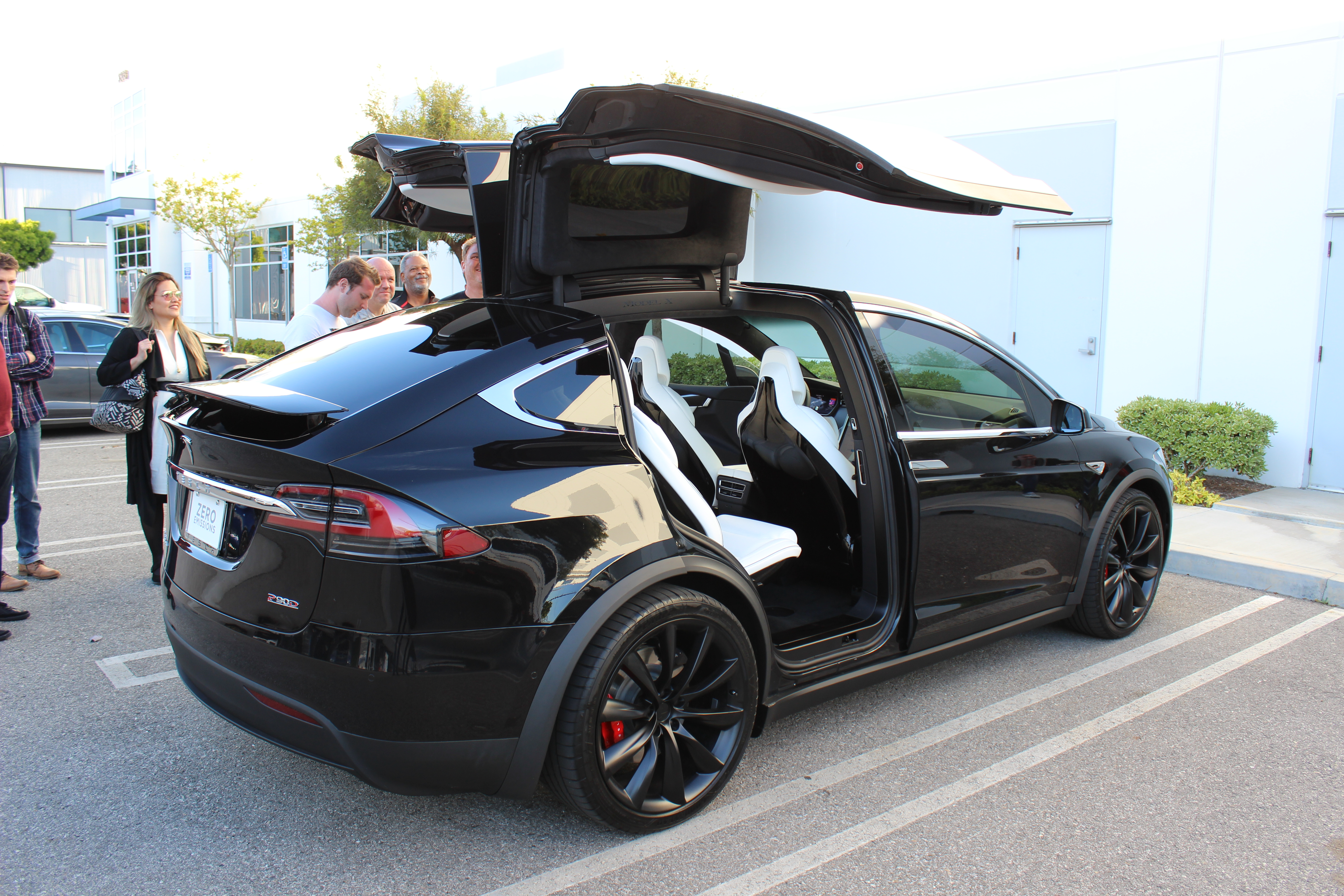 exclusive model x review tesla model x is the best suv. Black Bedroom Furniture Sets. Home Design Ideas